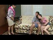 лезбиянки медленно роздеваются