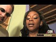 Смотреть видео два мужика трахают одну женщину