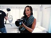 жене в попу-видео