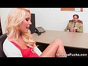 Девушка засунула в письку вибратор смотреть