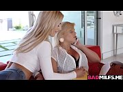 blonde dauhter katy licks moms bellas.