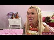 Массажист делает эротический массаж девственнице видео