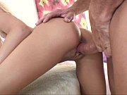 Сексуальная девушка моется в душе и показывает интимные части тела видео