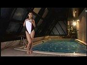 【競泳スクール水着】競泳水着を着た小澤マリアのワキやお尻をいやらしい視線で眺めちゃってる