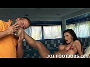 Посмотреть видео как грабитель трахнул девушку когда та была в коротком халатике