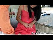 Женщина одевается скрытое видео