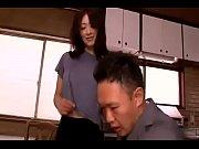 小早川怜子・息子の為に一肌脱ぐお母さん。学校で問題を起こす息子の件で、家庭訪問に来た担任の先生をその豊かな巨乳で骨抜きにするお母さん。中出しまでさせてしまう人妻。
