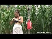На необитаемом острове с женщиной видео
