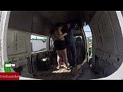enculada a la gorda en una furgoneta abandonada..