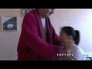 papy se tape sa jeune infirmiere asiat apres.
