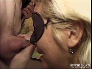 Spontaner sex hilflos gefesselt und erregt