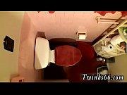 Порно мужик заходит к бабе в туалет