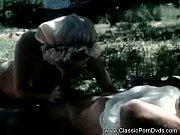 Смотреть видео как тетька засовывает себе в жопу мячи