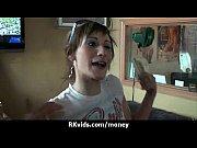 Видео alex sanders трахает брюнетку с огромными сиськами около бассейна