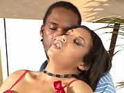 Порно карлик трахает двух телок