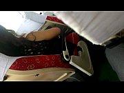 В общественном транспорте незнакомец лапает девушку