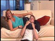 Мама делает сыну сексуальный массаж порно