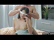 Девчонка мастурбирует подружке видео