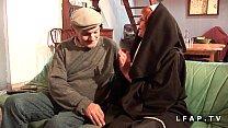 Une vieille nonne baisee et sodomisee par Papy ...