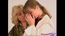 lesbicas velhas consolando novinha