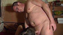 Hausfrau beimm Putzen zu Ficken überzeugt  HD -...