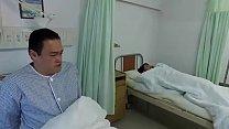Xxxหีพลาดไม่ได้คนไข้สาวเย็ดกับหมอหนุ่มอย่างเร่าร้อนบนเตียง