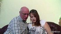 Opa Rudolf darf 18yr alten Teeny nach der Schul... thumb