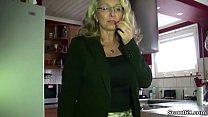 Geile MILF mit MEGA Titten von Chef auf Arbeit gefickt