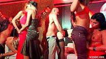 Porn hub com as safadas se pegando no meio de uma festa