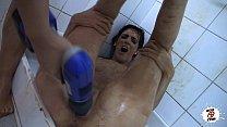 Lucha de barro y taladro polla violencia en las duchas