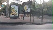 pute a un arret de bus