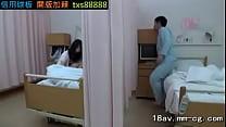 จะเกิดอะไรขึ้นเมื่อแฟนเงี่ยนมาเย็ดในโรงพยาบาล สุดท้ายโดนคนไข้เตียงข้างๆ งาบไปเย็ด