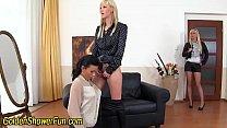 Kinky pissing les licks