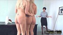 Две блондинки Белла Роуз и Кайти Джейн любят пошалить