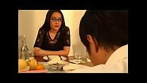 ล้างหีสาวแว่นนมโตโดนเพื่อนชายของเธอขอเย็ดเปิดซิงเธอ