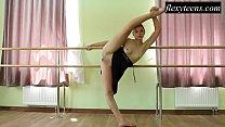 Hot girl Regina Blat performs gymnastics
