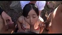 童顔で可愛らしい少女を取り囲み強制イラマチオで性教育する変態親父たち