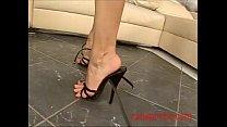 Scopata sborrata sui piedi tacchi, sandali, ung...