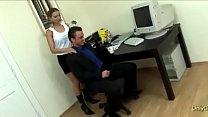 Секс шеф пристает к секретарше