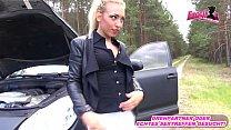 Deutsche Blondine wird bei Autopanne abgezockt ...