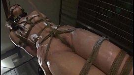 潜入捜査に失敗した美少女刑事が牢屋の中で全裸緊縛され壮絶な拷問を受ける…
