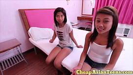 xxxthaiหนังโป๊ไทย วัยรุ่นสาวไทยไร้ขน วัยรุ่นชาวเอเชียหงอยเหงา อาการอยากเด้า เป็นเพื่อนสนิทกัน นัดฝรั่งมาเด้าเล่นแก้เหงาได้เงิน