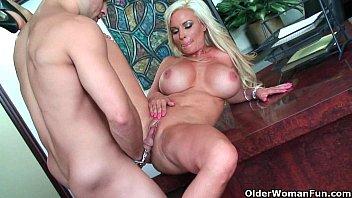 Bigtit blonde cougar fucks her juicy snatch