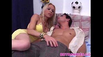 Shakira Voguel devorando a pica de seu namorado