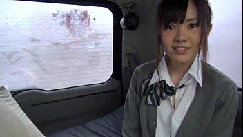 可愛いポニテ巨乳女子校生の胸元に輝くアクセがイイねぇ〜