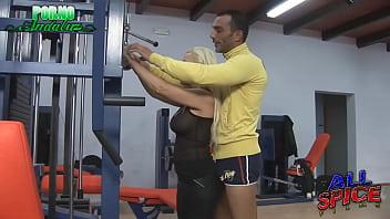 Instructor de gimnasia cachondo