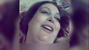 xxarxx بنت حلوة قمر تغري حبيبها على السرير وينيكها في كسها