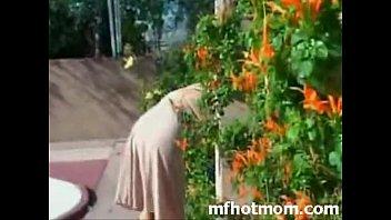 Мамочка привела друга сына помыться мамочка привела друга сына помыться