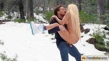 Filme Xxx Hd Iarna Cu O Blonda Fututa In Zapada