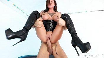 Filme sexo Hot babe Chantelle Fox is a sub slut gagging for big fat cock 3gp